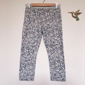 "Lululemon Wunder Under White Camo Crop 21"", 6"